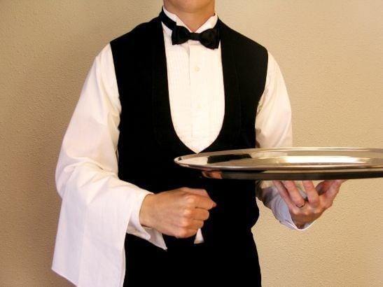 Agências de emprego oferecem oportunidades para garçom. Crédito: Pinterest