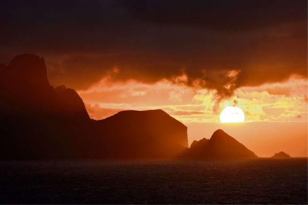 Pôr do sol na Ilha da Trindade
