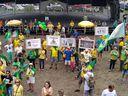 Manifestantes levaram cartazes em protesto contra o STF na Praça do Papa. Crédito: Giordany Bozzato