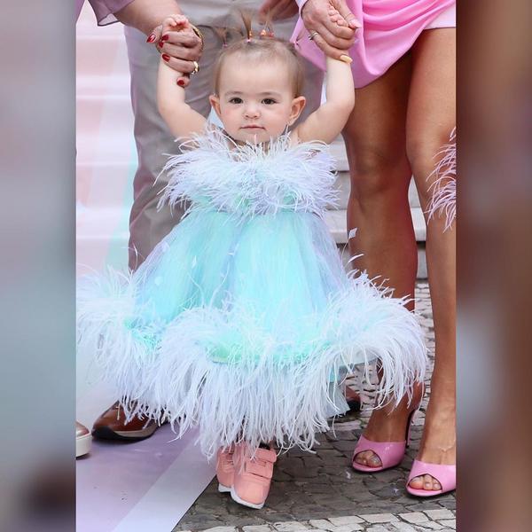 O look de Zoe para sua festa de 1º aniversário. Crédito: Reprodução/ Instagram/Hugo Gloss