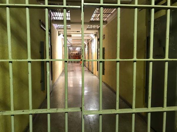 Presídio no Espírito Santo: por falta de estrutura, presos do regime aberto estão indo pra casa
