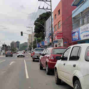 Mesmo com aplicação de multas, motoristas seguem desrespeitando sinalização na Leitão da Silva