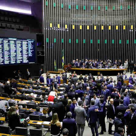 Sessão da Câmara dos Deputados nesta terça (10)
