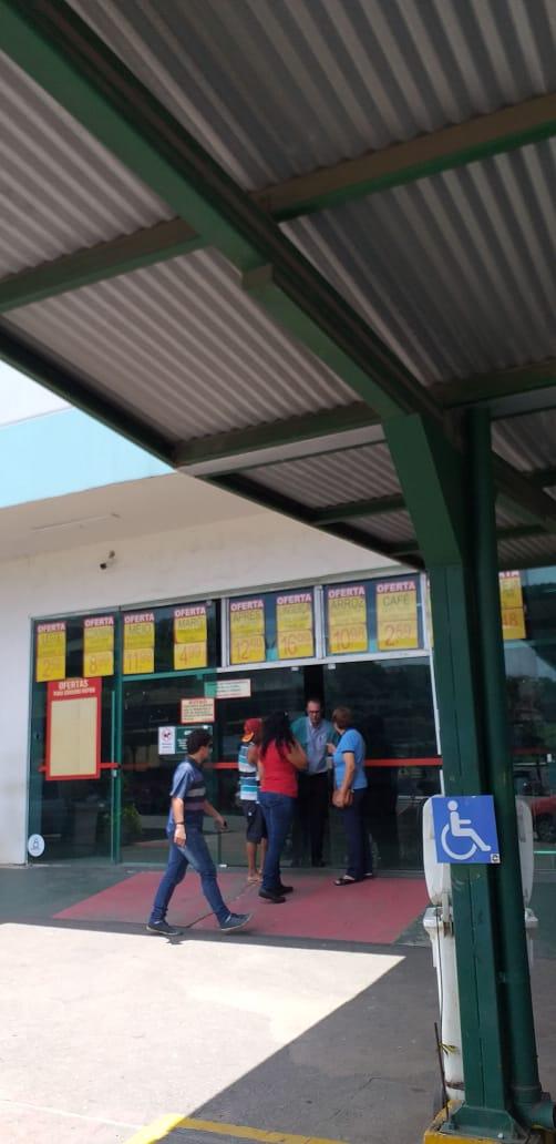 Vigilância sanitária fecha supermercado Casagrande em Itacibá. Crédito: Internauta