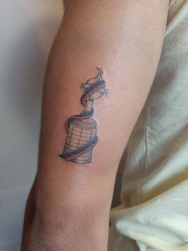 Após Promessa Amigos No Es Fazem Tatuagem Em Homenagem Ao