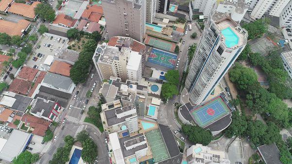 Vista aérea de prédios na Praia de Santa Helena, em Vitória