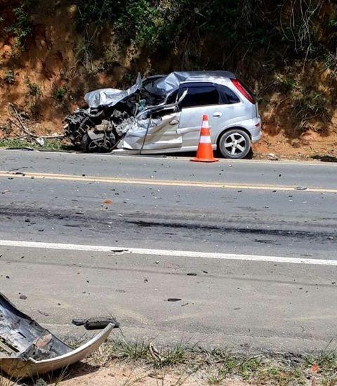 Acidente entre carro e um caminhão resultou na morte de um funcionário do Ifes em Anchieta. Crédito: Leandro Vieira