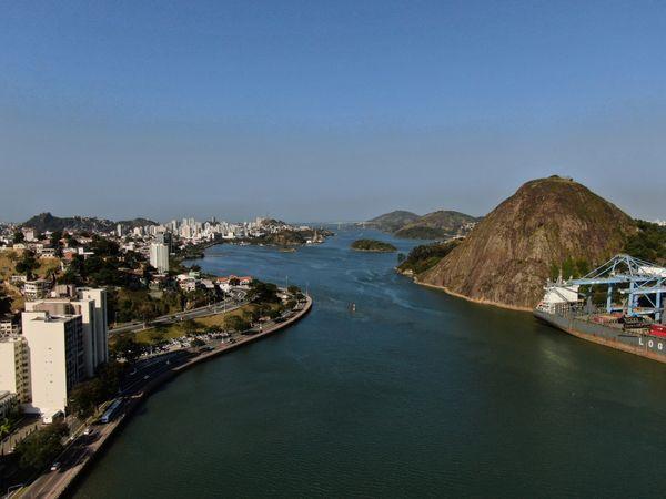 Baía de Vitória despoluída é um sonho que pode se realizar. Crédito: Felipe Mota/Fly Now