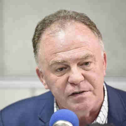 Data: 14/12/2019 - ES - Vitória - O governador Renato Casagrande durante entrevista ao jornal A Gazeta