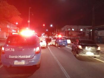 Fiat Uno roubado entrou em Vitória às 21h55 e às 22h05 foi parado em barreira da Guarda Municipal. Crédito: Divulgação/PMV-Semsu