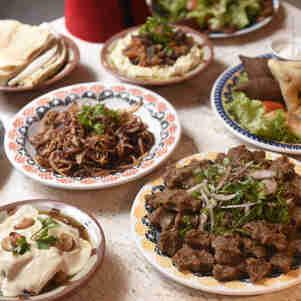 Data: 16/12/2019 - ES - Guarapari - Comida árabe servida no restaurante Tarboush Lebanese Food, no Centro de Guarapari - Editoria: Prazer & Cia - Foto: Vitor Jubini - GZ