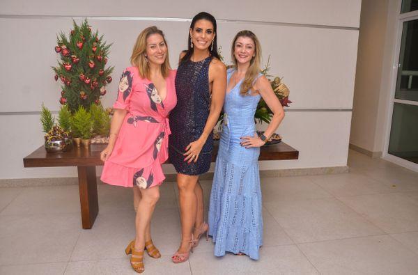 Carol Veiga, a aniversariante Lícia Lugon e  Juliana Drumond: noite de parabéns pra você!. Crédito:  Elaine Assunção