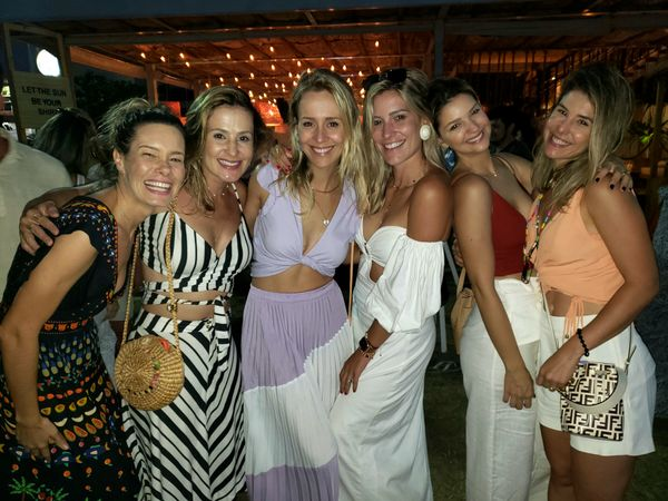 Lorena Brettas, Laura Lorenzoni, Galveas, Aline Galvão, Marina Frauches e  Taiana Paste: aguardando a chegada do verão 2020. Crédito: Mônica Zorzanelli