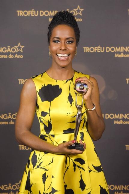 Maju Coutinho ganhou o Troféu Domingão do Faustão 2019 na categoria Jornalismo. Crédito: Estevam Avellar/Globo