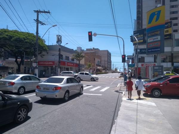 O cruzamento da Avenida Hugo Musso com a Avenida Champagnat, na Praia da Costa. Crédito: Eduardo Dias