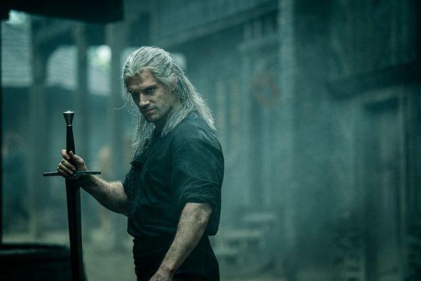 Henry Cavill como Geralt de Rivia em