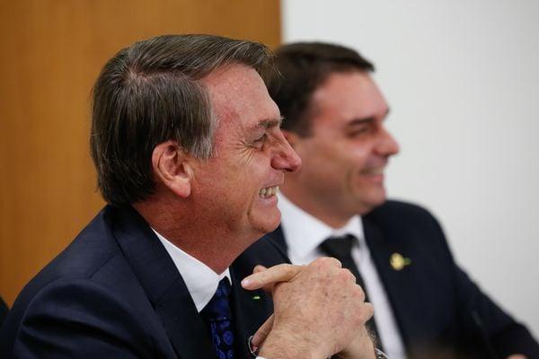 Presidente da República, Jair Bolsonaro e seu filho Flávio Bolsonaro. Crédito: Carolina Antunes/PR
