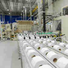 Data: 20/12/2019 - Linha de produção de tissue na unidade Mucuri da Suzano Papel e Celulose.