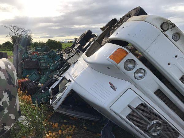 Apesar do susto, o motorista sofreu apenas ferimentos leves e não precisou ser levado para o hospital.