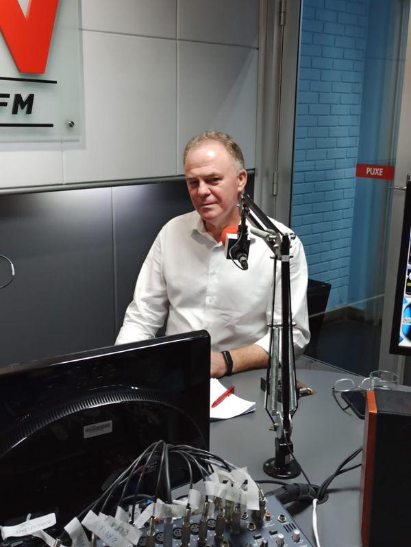 O governador Renato Casagrande (PSB) concedeu entrevista ao programa CBN Vitória. Crédito: Murilo Cuzzuol