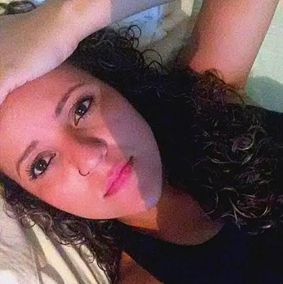 Maikelly Rodrigues, encontrada morta com cinco tiros na Serra. Crédito: Facebook | Reprodução