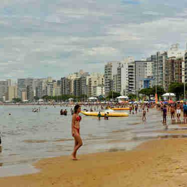 Data: 03/01/2020 - ES - Guarapari - Praia do Morro - Editoria: Cidades - Fernando Madeira - GZ