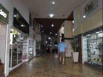 Data: 06/01/2020 - ES - Vtória - Fachada do Shopping Boulevard na Praia do Canto - Foto: Carlos Alberto Silva