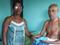 Elizabeth Silva dos Santos ao lado do pai: cuidados 24 horas por dia. Crédito: Acervo Pessoal