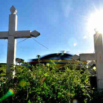 Data: 10/01/2020 - ES - Serra - Cruzes em local onde ocorreram vítimas de acidente de trânsito, BR 101, na Serra - Editoria: Cidades - Fernando Madeira - GZ