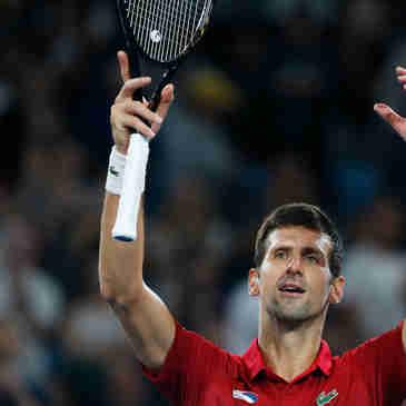 O tenista sérvio Novak Djokovic comemora ao vencer o espanhol Rafael Nadal  pela final  do ATP Cup, em Sydney, na Austrália, neste domingo, 12