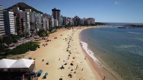 Orla da Praia da Costa no verão, Vila Velha. Crédito: Luciney Araújo