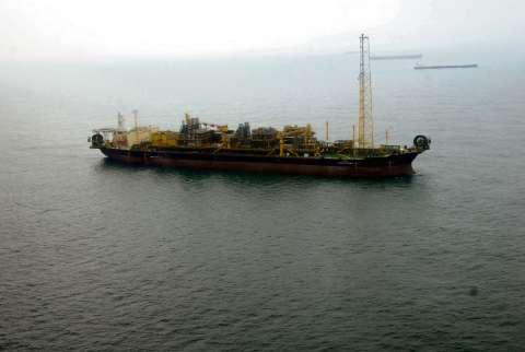 Plataforma de petróleo FPSO Cidade de Vitória, que atua no campo de Golfinho, no Norte do Estado. Crédito: Thiago Guimarães/Secom