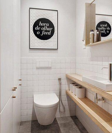 Pôster divertido decora o banheiro. Crédito: Pinterest