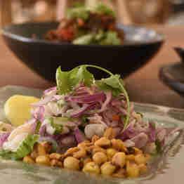 Hot Filadélfia com salmão e alho-poró do restaurante Paiol Rústico, em Iriri