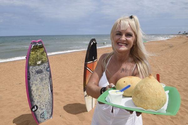 Cléria Schneider, a Gaucha, é a dona da ideia do supersalgado vendido em praia de Jacaraípe