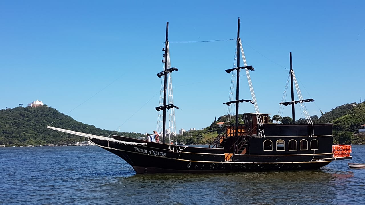 Navio Inspirado No Filme Piratas Do Caribe Oferece Passeios Em