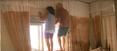 Glorinha e José Luiz ficaram pendurados na janela do quarto. Crédito: Reprodução| TV Gazeta
