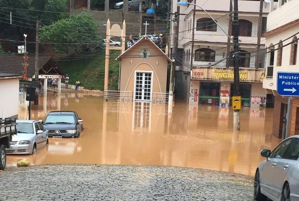 Centro de Alfredo Chaves tomado pela água. Crédito: Foto do leitor