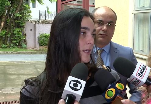 Em entrevista ao Jornal Nacional, Camila Demartini falou sobre a falta de assistência da cervejaria. Crédito: Reprodução/TV Globo