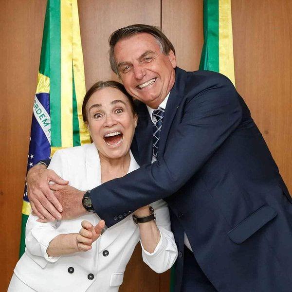 A atriz Regina Duarte e o presidente Jair Bolsonaro. Atriz deixou a Globo para assumir cargo no governo federal. Crédito: Reprodução/Instagram @patria_amada_brasil__