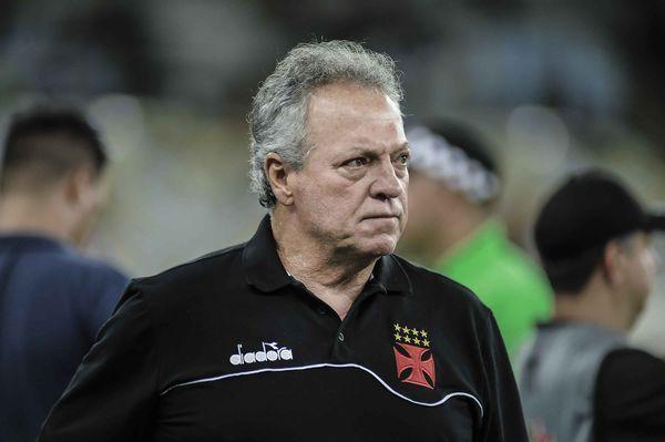 Abel Braga, técnico do Vasco, está pressionadíssimo no cargo. Crédito:  Jayson Braga/AM Press & Images/Folhapress