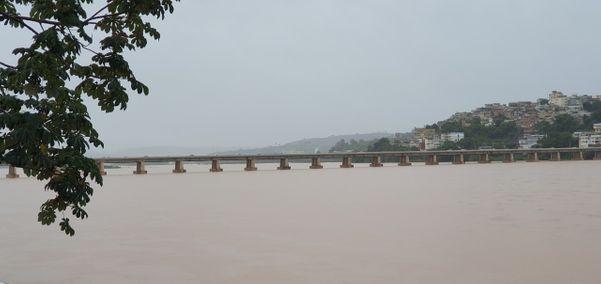 Nível do Rio Doce subiu em Colatina. Crédito: Reprodução