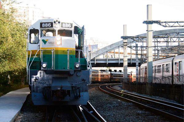 Trem na estrada de Ferro Vitória-Minas. Crédito: Agência Vale/Divulgação