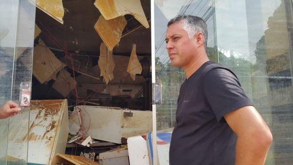 Comerciante Paulo Cristiano Trol no  bairro Baixo Itália, em Castelo. Crédito: Beatriz Caliman