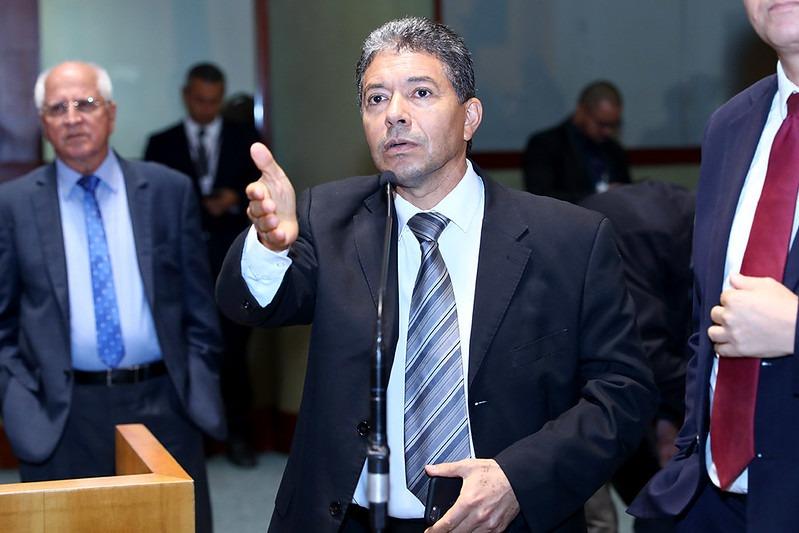 Poucas&Boas: Cai um símbolo da Assembleia: o bigode do deputado Freitas | A  Gazeta