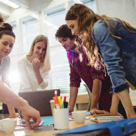 Há oportunidades para estudantes de níveis médio, técnico e superior; interessados devem fazer o cadastro nos sites das empresas que fazem o recrutamento de estagiários