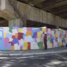 Data: 31/01/2020 - ES - Vitória - Murais coloridos pintados nos pilares da 3ª ponte pelos grafiteiros Handerson Chic e Fernando Sklu. A idéia partiu de Handerson, que teve o apoio do projeto A Arte é Nossa da PMV