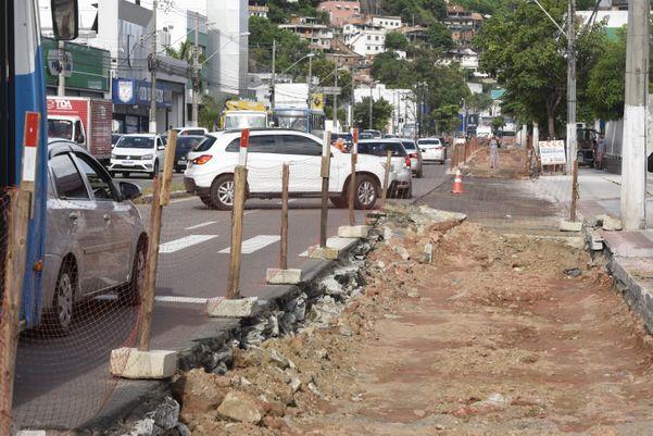 Obras na Avenida Vitória, por serem em espaço aberto, vão ser continuadas. Crédito: Carlos Alberto Silva