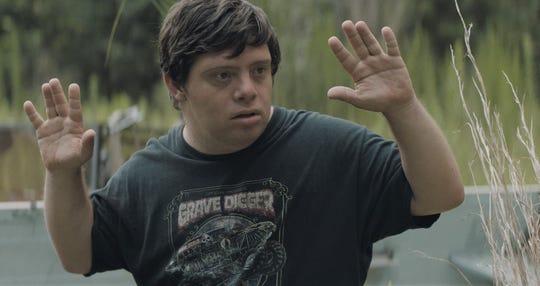 Zack Gottsagen em cena do filme