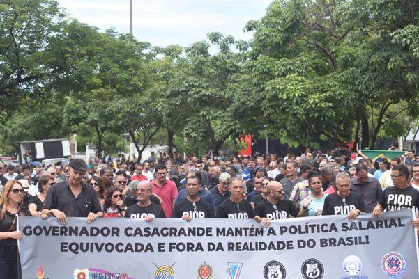 Manifestação de policiais civis, militares e bombeiros. Crédito: Vitor Jubini